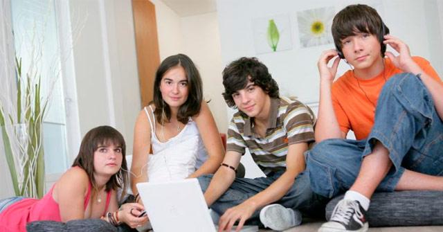 Tecnología e Indumentaria: qué prefieren los jóvenes a la hora de comprar