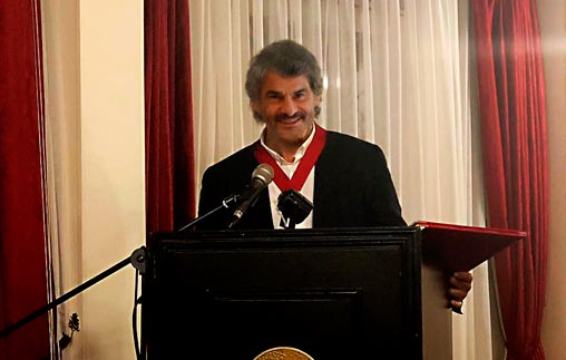 El Dr. Leandro Vergara fue distinguido con la