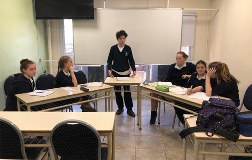 Debates entre estudiantes secundarios en la UP