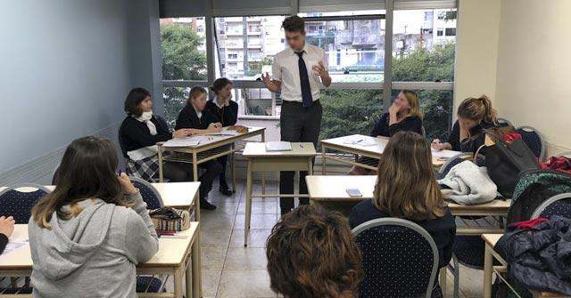 Alumnos secundarios debaten en la UP