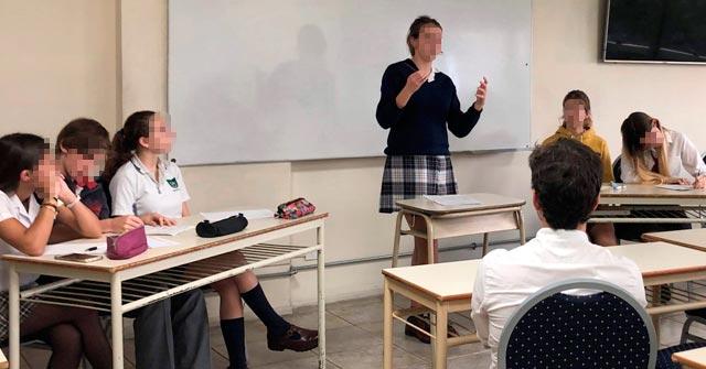 Debates entre estudiantes secundarios en la Facultad de Derecho