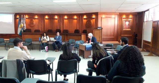 El Profesor Daniel H. Lago expuso sobre proceso por daño ambiental