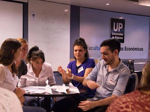 Assessment Day: Práctica de entrevistas grupales