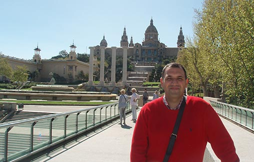 Mariano Villafañe Fernández vive en España y estudia online la carrera de Administración UP