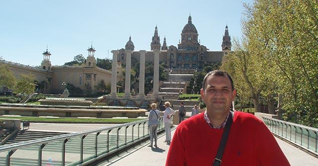 Mariano Fernández Villafañe vive en España y estudia online la carrera de Administración UP