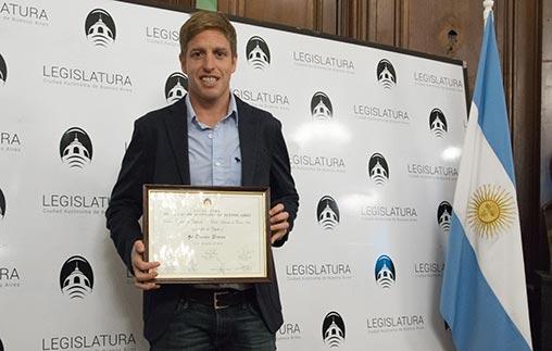 El campeón mundial de nado y estudiante UP, Damián Blaum, distinguido por la Legislatura Porteña como Personalidad Destacada del Deporte
