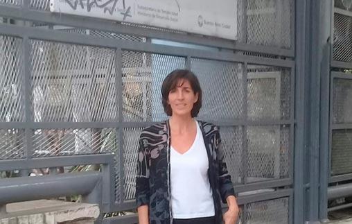 Julieta Sfascia es psicóloga UP, docente y trabaja en una institución geriátrica