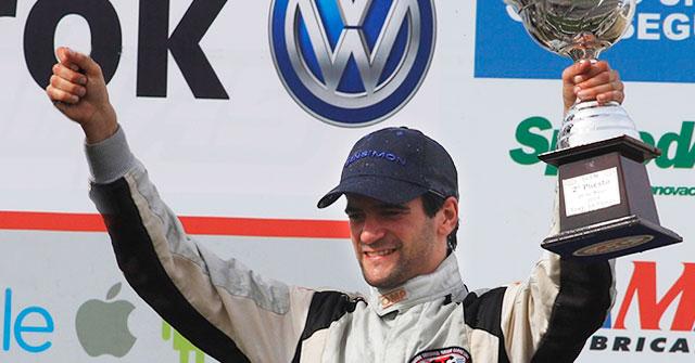 José Rasuk, piloto profesional de ACTC, compite a nivel internacional mientras estudia Comercialización en la UP