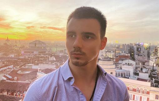 Nicolás Marino, campeón de Esgrima, representa al país en competencias internacionales y estudia Marketing online UP