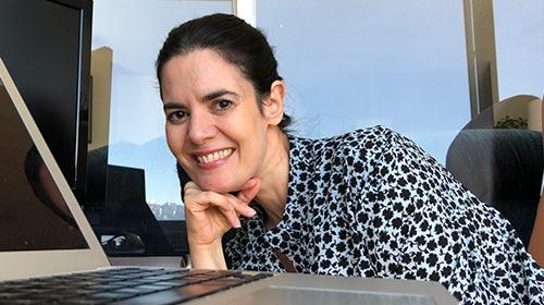 Carolina Larsson, egresó de la Maestría en Tecnología de la Información UP con honores y hoy integra sus dos pasiones: tecnología y salud
