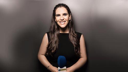 Carla Saucedo, de Bolivia, estudió Periodismo UP y es la primera mujer comentarista de fútbol en la TV de su país