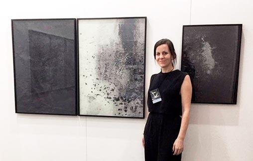 Elena Loson egresó de Arte UP y se desempeña como artista visual en Chile