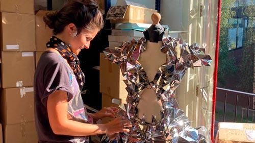 Es argentina: nunca ganó un concurso, hacía sus disfraces de chica y hoy diseña para Lady Gaga