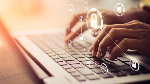 Análisis del proceso de debate de iniciativas legales sobre protección de datos personales y sus conflictos con el derecho a la libertad de expresión. Los casos de Argentina y Ecuador