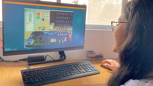 Dana Burgoa, alumna de Ingeniería Industrial UP, cuenta cómo estudia en el primer laboratorio virtual de Química