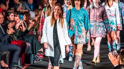 La argentina que triunfó en Nueva York con su ropa de lluvia y ahora la usará para promover a artistas de Ituzaingó