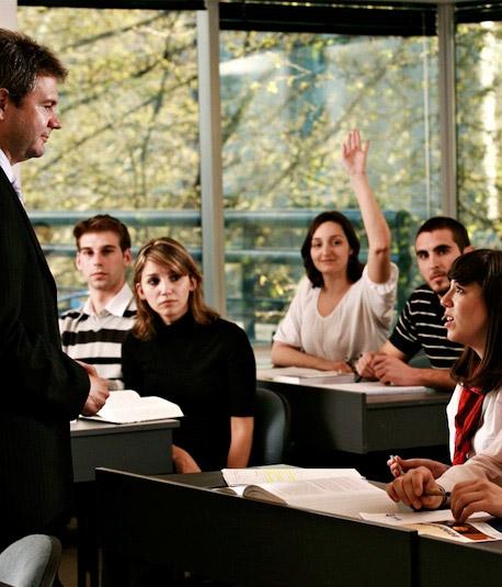 Programa Conjunto en Hotelería y Turismo en sesion de estudios
