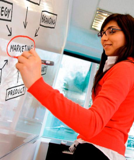 Lic. Marketing en sesion de estudios